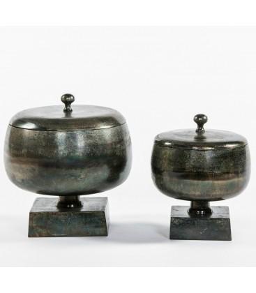 Grande bougie extérieure dans un contenant en métal avec couvercle