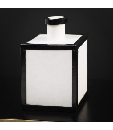 Vase carrée noir et blanc