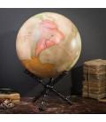 Globe terrestre rose sur support croisé en bois