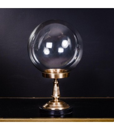 Globe en verre avec pied en laiton